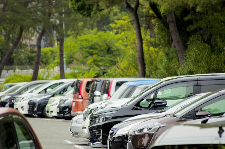 工場の駐車場